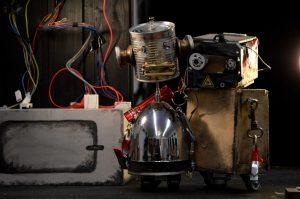 robotheater-roboter-spielen-theater-in-unserem-roboter-puppentheater-aus-bochum-es-geht-um-strom